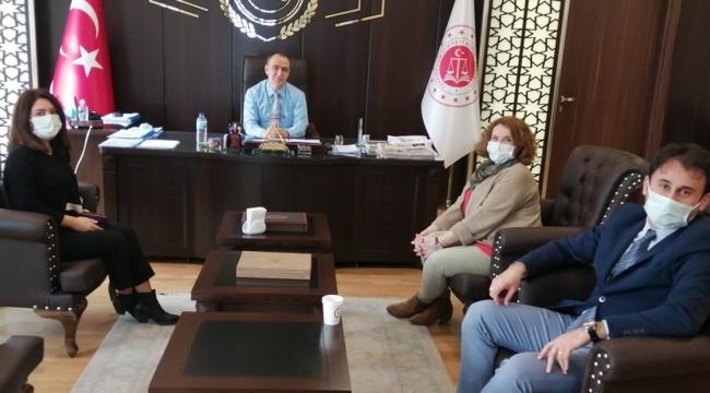 Türk Büro-Sen yönetiminden İZMİR BÖLGE ADLİYE KOMİSYON BAŞKANI İDRİS KİZİR'e ziyaret