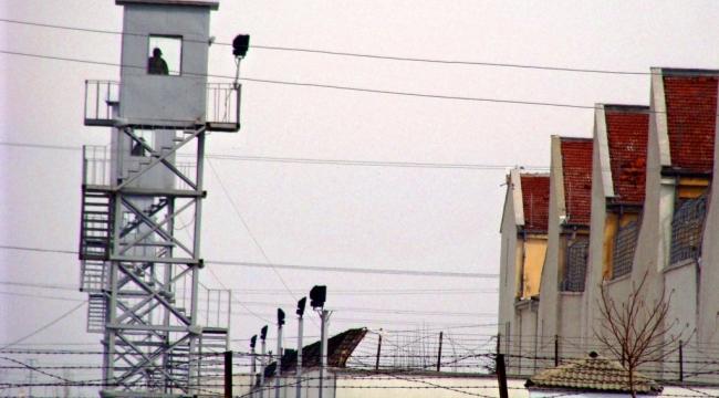 Avukatlar müvekkilleri için cezaevine CD ve DVD götüremez